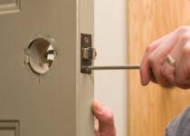 ouvrir une serrure de porte de garage sans clé